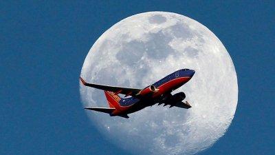 Авиокомпания пусна полет... до никъде