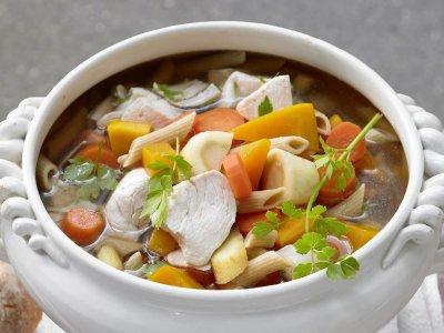 Девесилово пиле със зеленчуци и паста