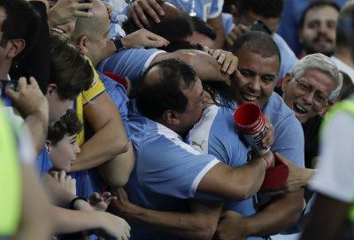 Уругвай тресна Чили с гол на Кавани