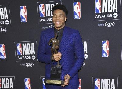 Янис Адетокумбо е №1 в НБА (видео)