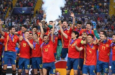 Испания триумфира на европейското за младежи (видео)