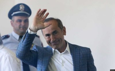 Бившият президент на Армения остава в ареста