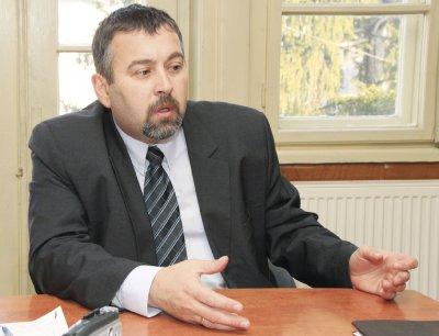 Кметът на Златарица с обвинение за принуда