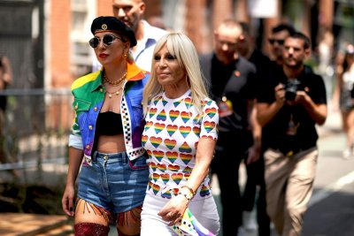 Лейди Гага и Версаче пускат гей колекция (СНИМКИ)