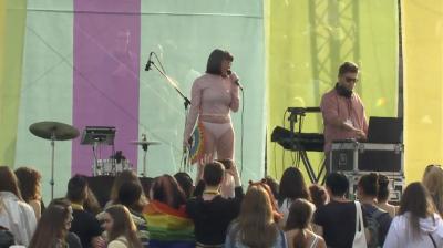 Рут Колева полугола на гей парада