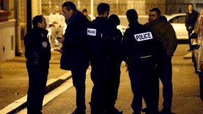 Парижката полиция разпръсна парти с няколкостотин младежи