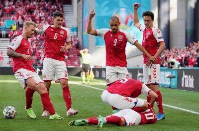 ШОК! Футболна звезда на Дания колабира на терена (СНИМКА+ВИДЕО)