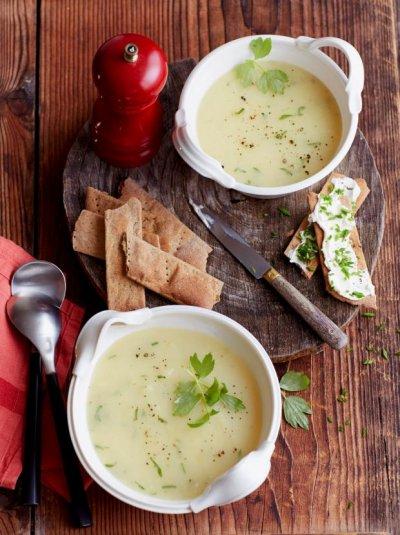 Картофена супа със сирене и девесил