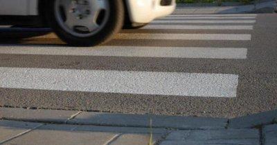 Шофьор помете жена на пешеходна пътекa
