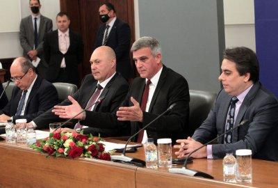 Премиерът към МВР: Работите за хората, не за политиците