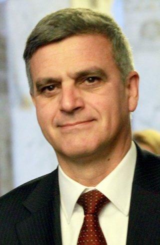 """Служебният премиер Стефан Янев е сред многото, които искат да видят """"работата"""" на данъчния с мускулите"""