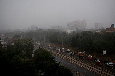 Силна буря се вихри в София (ВИДЕО)