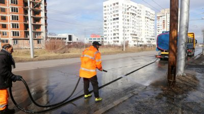 Заради жегите мият улиците в София