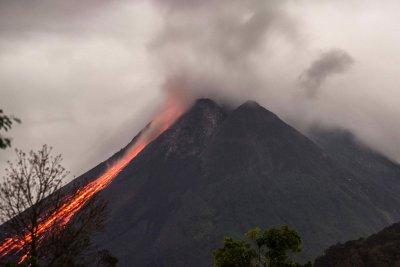Изригна вулканът Мерапи