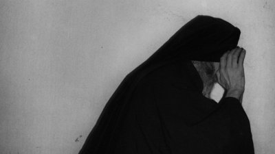 Монах-дилър заля с киселина духовници и ченгета