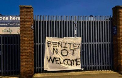 Феновете протестират, но Рафа Бенитес е все по-близо до Евертън
