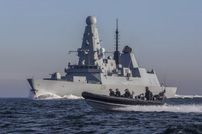 Руски кораб стреля по англичани в Черно море