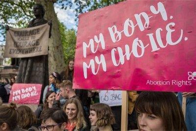 Европарламентът настоява за достъп до законни аборти