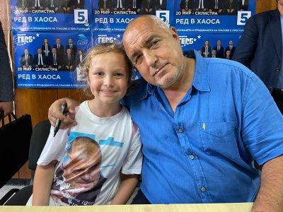 Борисов въвлече деца в предизборния си тур (СНИМКИ)