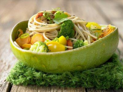 Зеленчукови спагети с киселец