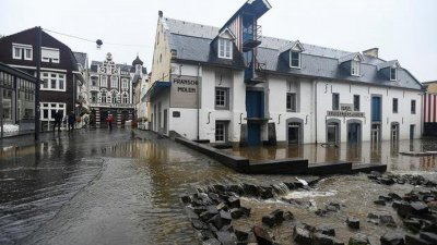 Евакуират хиляди в Нидерландия заради наводнения