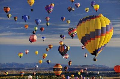 Красота: Стотици балони полетяха в небето над Ню Джърси