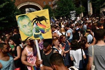 За ужас на Орбан хиляди се включиха в гей парада в Будапеща (СНИМКИ)