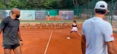Федерер тренира с щерката и Тиери Анри