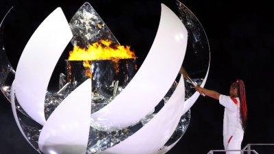 Наоми Осака запали олимпийския огън