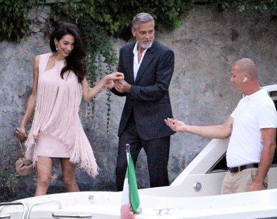 НЕНОВИНАТА: Джордж Клуни и Амал се чекнат на езерото Комо