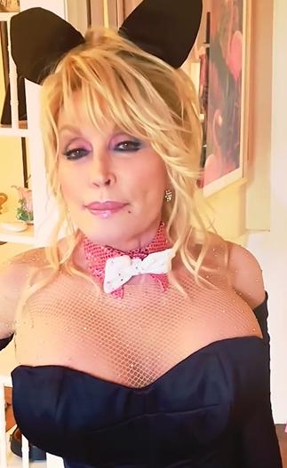 """75-годишната Доли Партън отново стана зайче на """"Плейбой"""""""