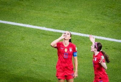 Футбол по женски: Как звездата на САЩ жегна британците с чаша чай