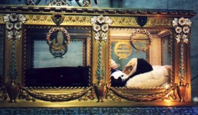 Живите мъртви в стъклени ковчези
