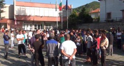 В Розино искат да изселят ромската фамилия Ескендерови