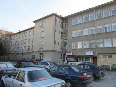 КОШМАР: В Горна Оряховица оперират на фенер, в болницата няма ток