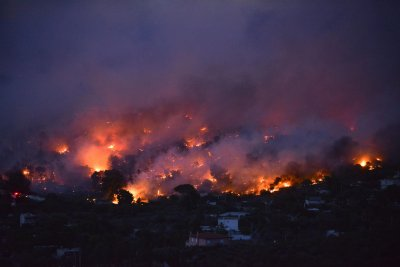 Огнен ад! Извънредно положение на гръцкия остров Евбея