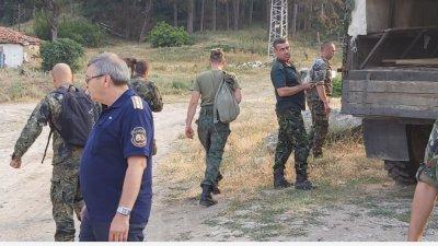 Все още се води борба за овладяването на пожара край Твърдица