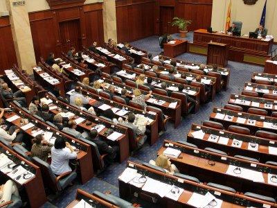 Парламентът в Скопие прие резолюцията за червените линии с България