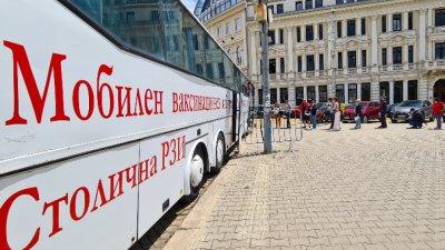 Мобилните пунктове в София са ваксинирали 10 843 души