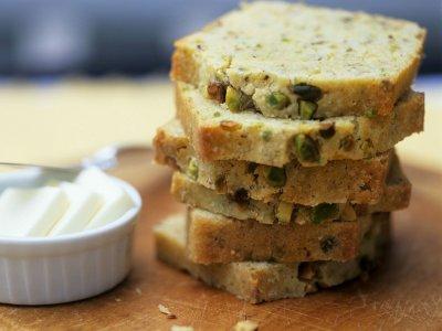Кардамонов хляб с шамфъстък и тиквени семки