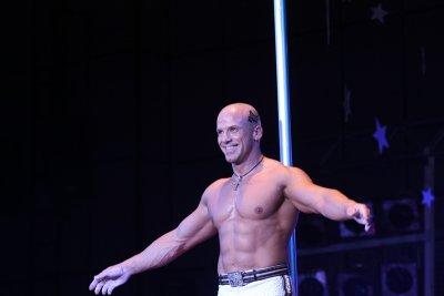Енчо Керязов приключва артистичната си кариера с бляскаво шоу