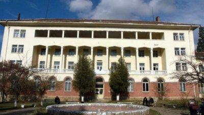 МИЗЕРИЯ: Болница в Перник връща борчове със скрап