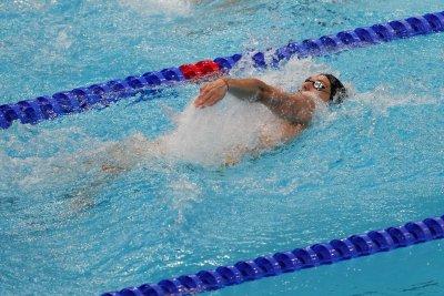 Калоян Левтеров не успя в сериите на 200 м гръб