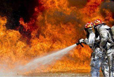 Пожар край село Брягово, осем екипа огнеборци се борят със стихията