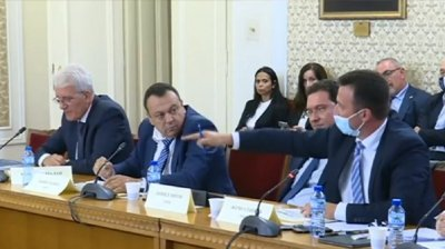 """ЕКШЪН в НС: Юмруци се въртят в комисията за """"Росенец"""" (ВИДЕО)"""