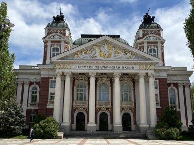 """Народният театър контра на Морфов: Режисьорът е премълчал за неуредени авторски права на """"Хъшове"""""""