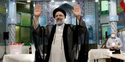 Президентът на Иран се закани да премахне санкциите на САЩ