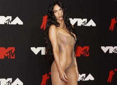 Меган Фокс цъфна полугола на наградите на MTV (СНИМКИ)