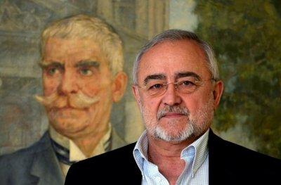 Мариус Донкин засажда чинар в памет на Вазов