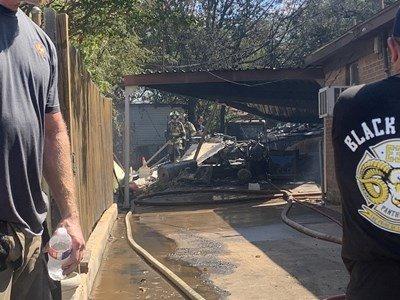 Военен самолет се потроши в двора на къща в САЩ